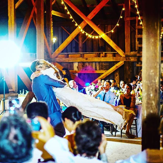 wedding-reception-in-barn-oregon